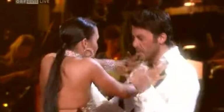 Mike Galeli tanzt eine Rumba