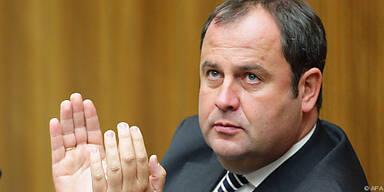 Minister Pröll will Bankenpakete weiterführen