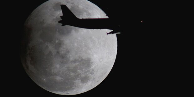2018 fliegen die ersten Weltraumtouristen zum Mond