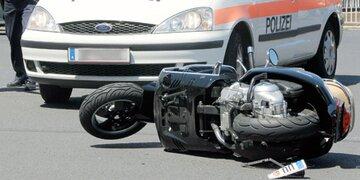 Verkehrsunfall in Tirol: 17-jähriger Mopedfahrer schwer verletzt