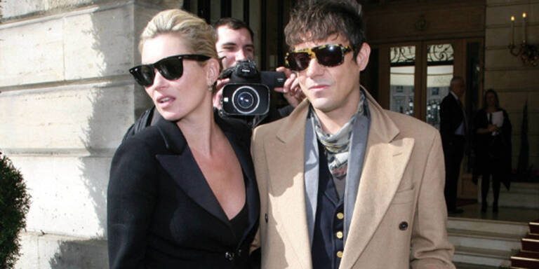 Kate Moss lässt ihren Freund zappeln