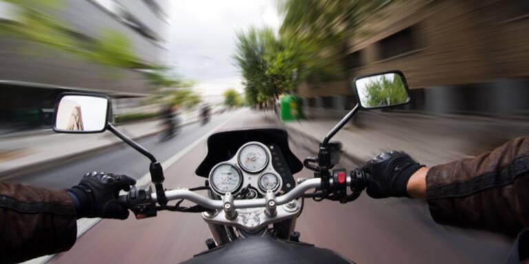 Biker in OÖ mit 120 km/h durchs Ortsgebiet