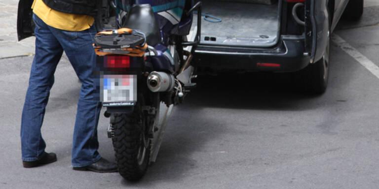 Pärchen 2 Motorräder gestohlen