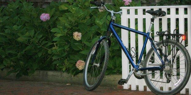 Mountain-Biker (62) lehnte tot am Gartenzaun