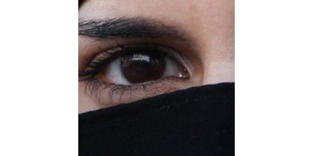 Araberinnen beißen und treten Polizisten in Zell am See