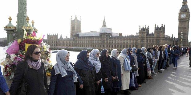 Musliminnen gedenken der Londoner Terror-Opfer