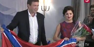 Netrebko posiert mit neurussischer Flagge