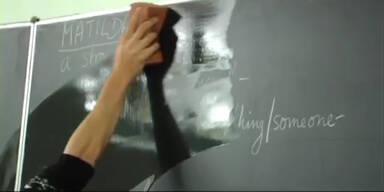 Schullehrer zeigt Kindern Sex-Video
