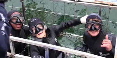100-jährige geht mit Haien tauchen