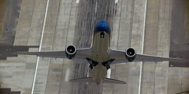 Boeing startet fast senkrecht