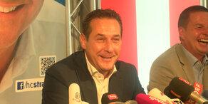 Strache präsentiert FPÖ-Wahlplakat