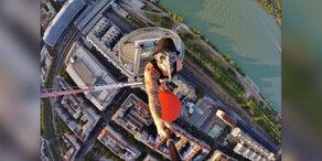 Wiener klettern auf Aussichtsturm