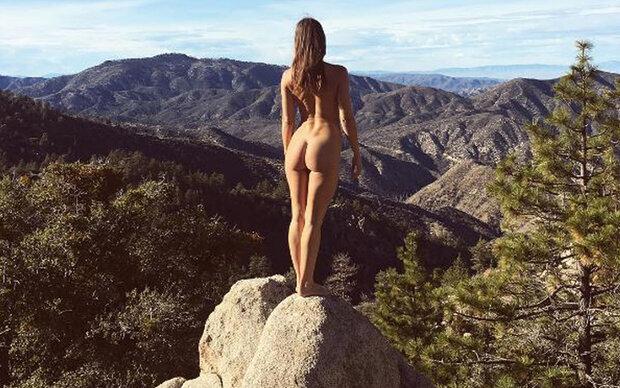 Darum reist diese Frau nackt um die Welt