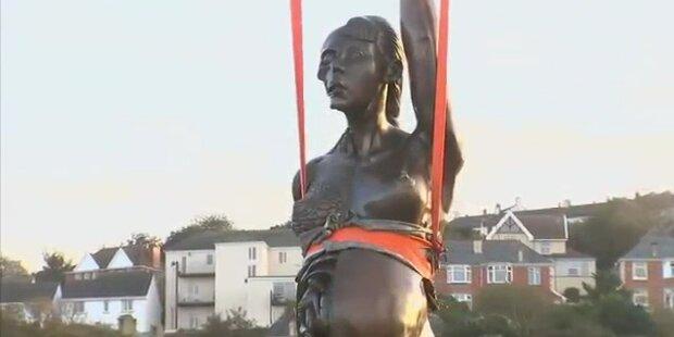Ist nackte, schwangere Statue Kunst?