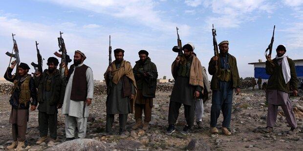 Milizionäre enthaupten 4 ISIS-Kämpfer