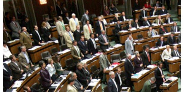 Parlament macht 2 Monate Urlaub