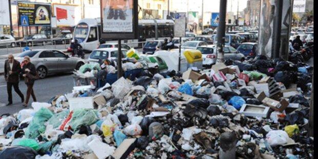 160 Soldaten befreien Neapel vom Müll