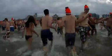 Neujahrsbad: 10000 springen in die Nordsee