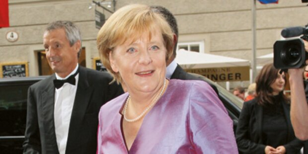 Merkel in Lila-Robe aus 2008
