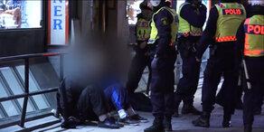 Stockholm: Hooligans jagen Flüchtlinge