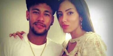 Neymar lässt Busenwunder einfliegen