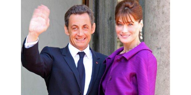 Präsident Sarkozy ist offiziell zu Carla gezogen