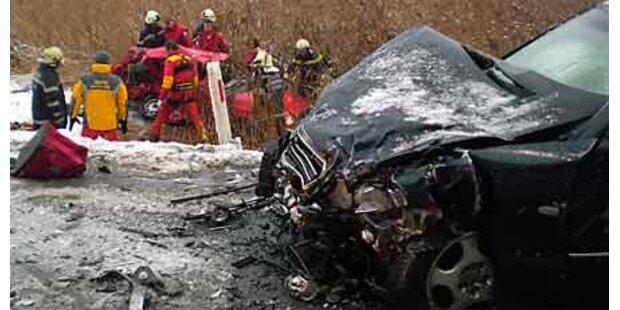 Polizist und Frau sterben bei Crash