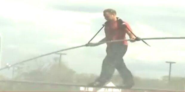 Seiltänzer will über die Niagarafälle balancieren