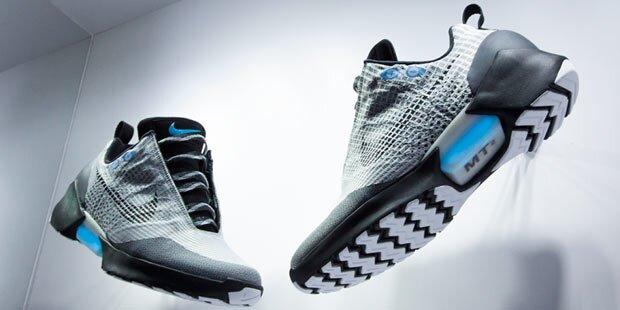 classic fit 80c7c 47829 Selbstbindende Nike-Schuhe starten