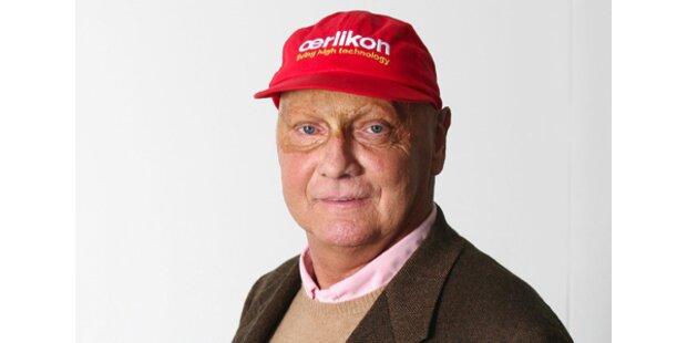 Niki Lauda schenkt sein rotes Kapperl her
