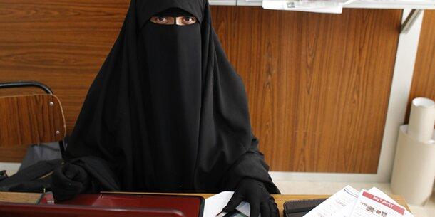 Tunesien verbietet Niqab in öffentlichen Gebäuden