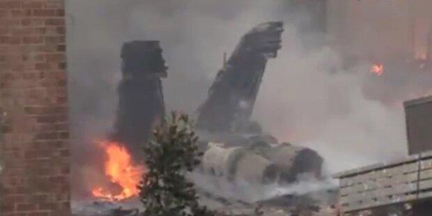F-18 Kampfjet stürzt in Wohnhausanlage