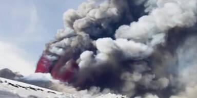 Flughafen gesperrt: Ätna spuckt wieder Lava