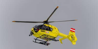 In Baum gecrasht: 20-Jährige schwer verletzt