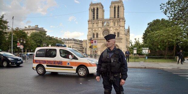 Hammer-Attacke vor Notre-Dame war Terroranschlag