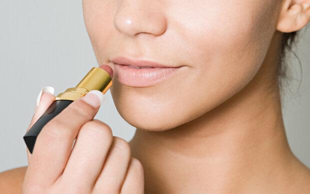 So findet man ganz einfach den perfekten Nude-Lippenstift