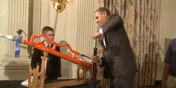 Obama schießt mit Marshmallow-Kanone