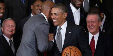Ex-Präsident Barack Obama umarmt Ex-NBA-Profi Dwyane Wade