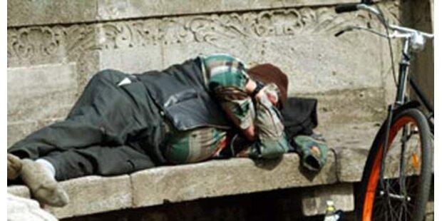 13-Jähriger prügelt auf Obdachlosen ein