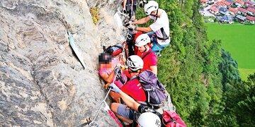 73-Jährige ohne Sicherung unterwegs: Retter holen Oma aus Klettersteig