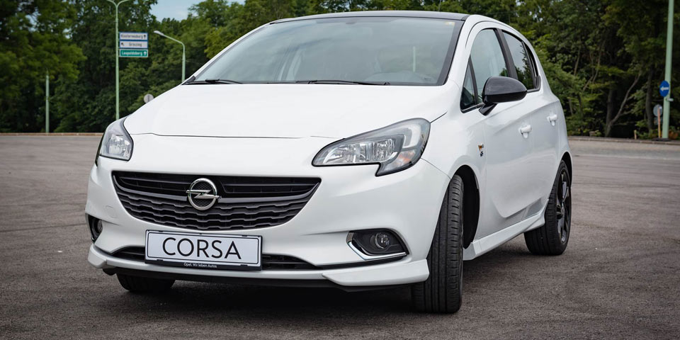 Opel-Corsa-black-white_960.jpg