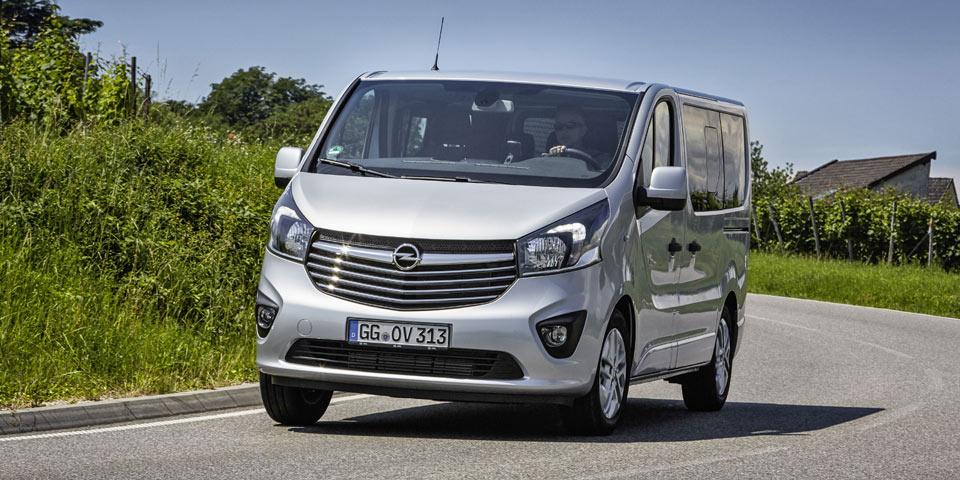 Opel-Vivaro-Combi-Plus-3034.jpg