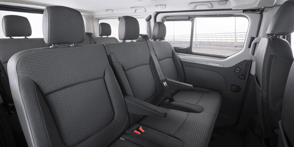 Opel-Vivaro-Combi-Plus-3083.jpg