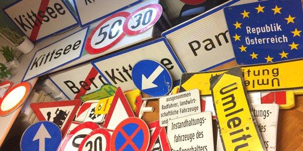 Mann stahl 49 Ortstafeln und Verkehrsschilder