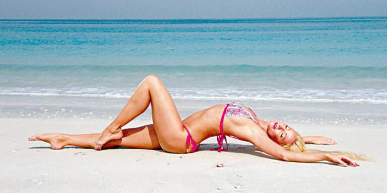 Nackt-Ballerina Sarkissova am Strand