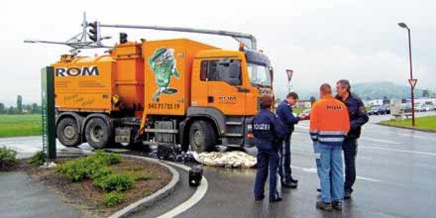 Müllwagen überrollte 89-jährigen Radler