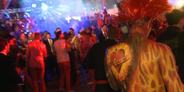 So wild war die Mega- Party im Rathaus