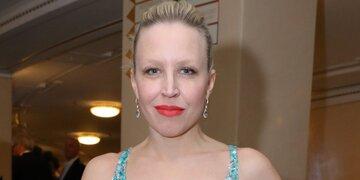 Ausschnitt sorgt für Wirbel: Nina Proll: Zu heiß für den Opernball?