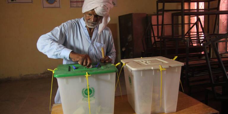 Pakistan: Regierungspartei spricht von Wahlfälschung