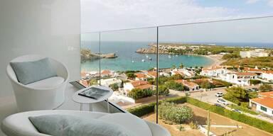 Neueröffnungen auf Menorca und Sizilien